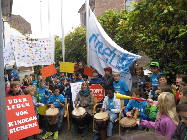 Waldhausschule hisst UNICEF-Flagge in Malsch: