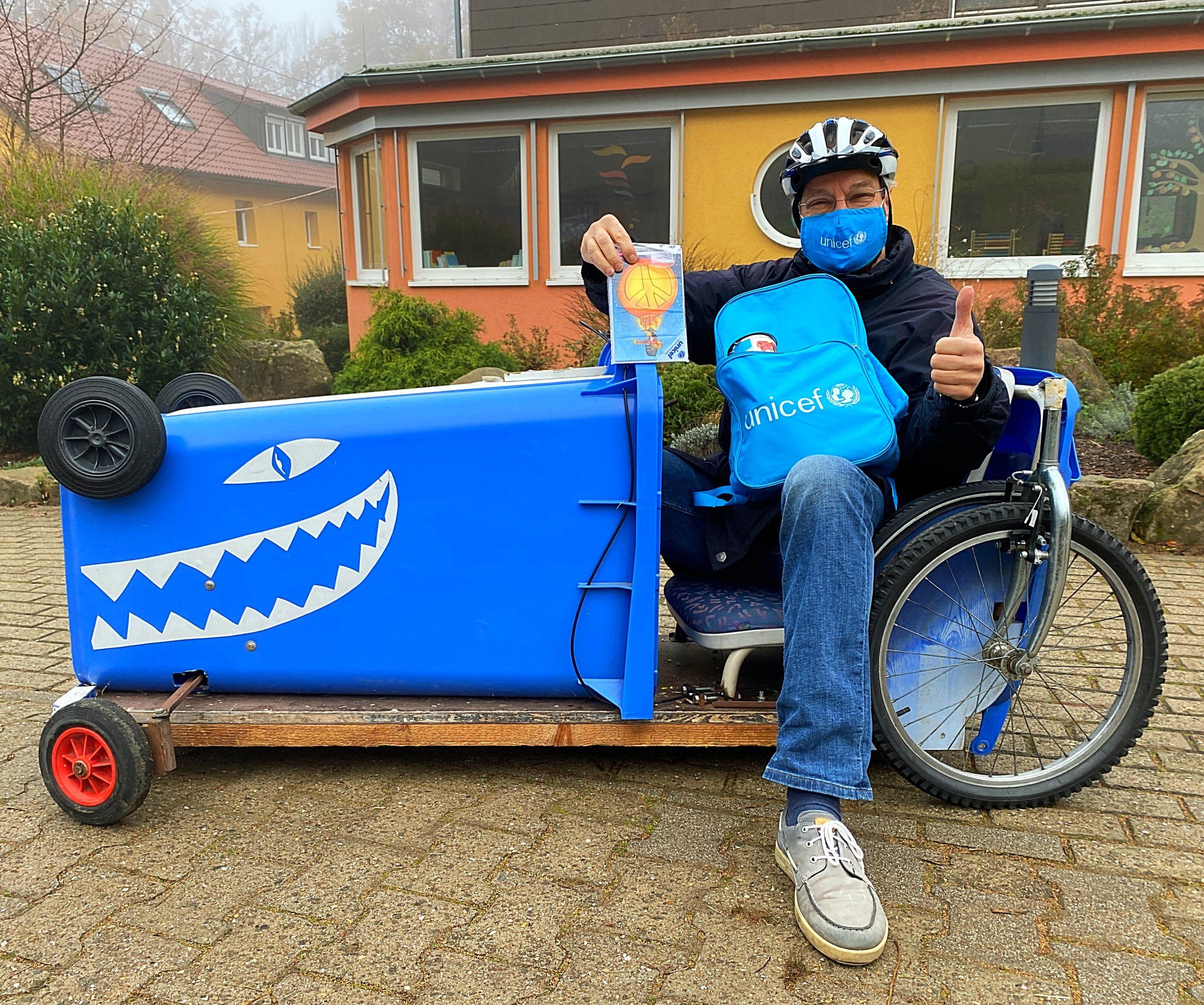 """Projekt """"Blaue Radler"""" oder """"UNICEF-Grußkarten to go""""- die Waldhausschule ist dabei"""